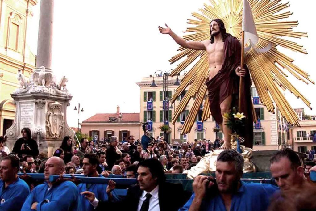 TARQUINIA Processione del Cristo Risorto Pasqua Camere Del Re Hotel e B&B Tarquinia